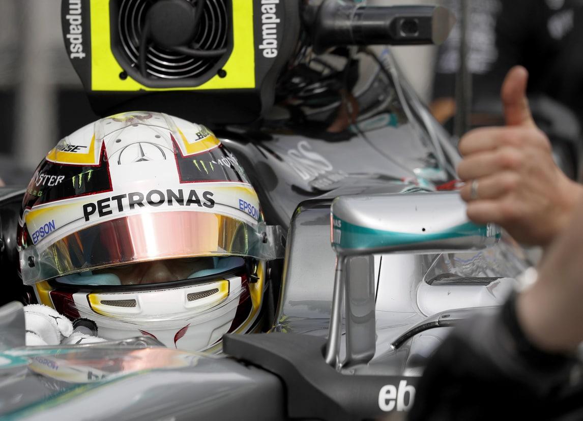 F1 Malesia: Hamilton in pole, Vettel quinto