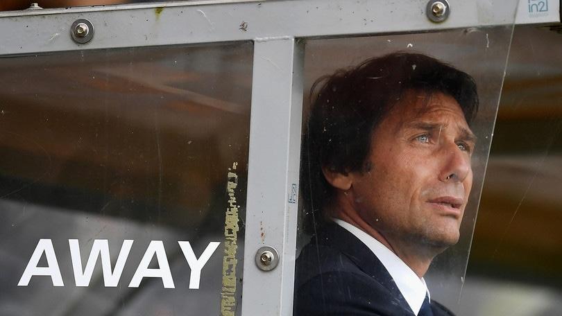 Calciomercato, «Il Chelsea vuole esonerare Conte». Ed è panico sui social