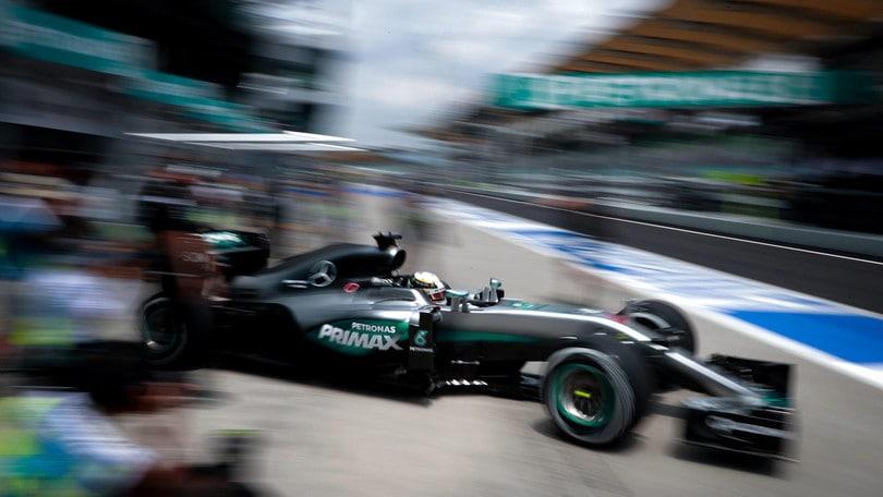 F1 Malesia: Hamilton si ritira, Red Bull avanti e Rosberg terzo