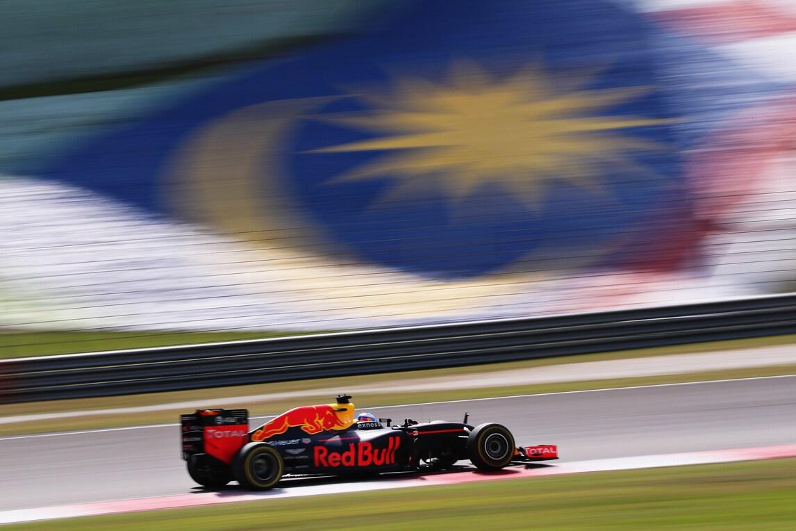 F1 Malesia: vince Ricciardo, Vettel e Hamilton out