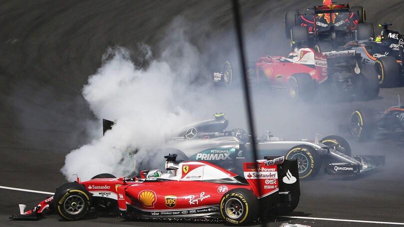 F1 Malesia: Vettel fuori al primo giro, contatto con Verstappen e Rosberg