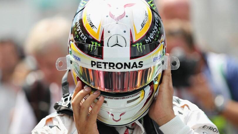 F1 Mercedes, Hamilton: «Nessuna avvisaglia, ma il motore è esploso»