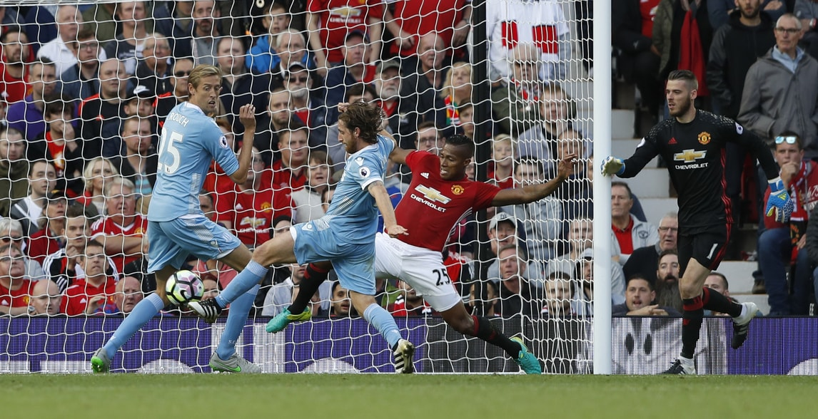 Premier League, Manchester United-Stoke City 1-1: Martial illude, Allen pareggia