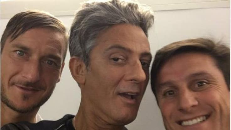 Fiorello tra Totti e Zanetti: «Che meraviglia di campioni»