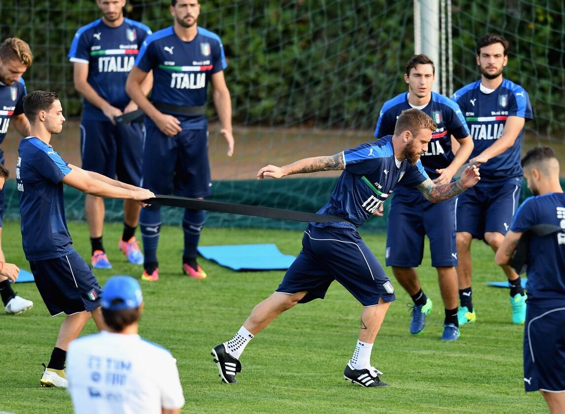 De Rossi, premio Uefa per aver superato le 100 gare con l'Italia