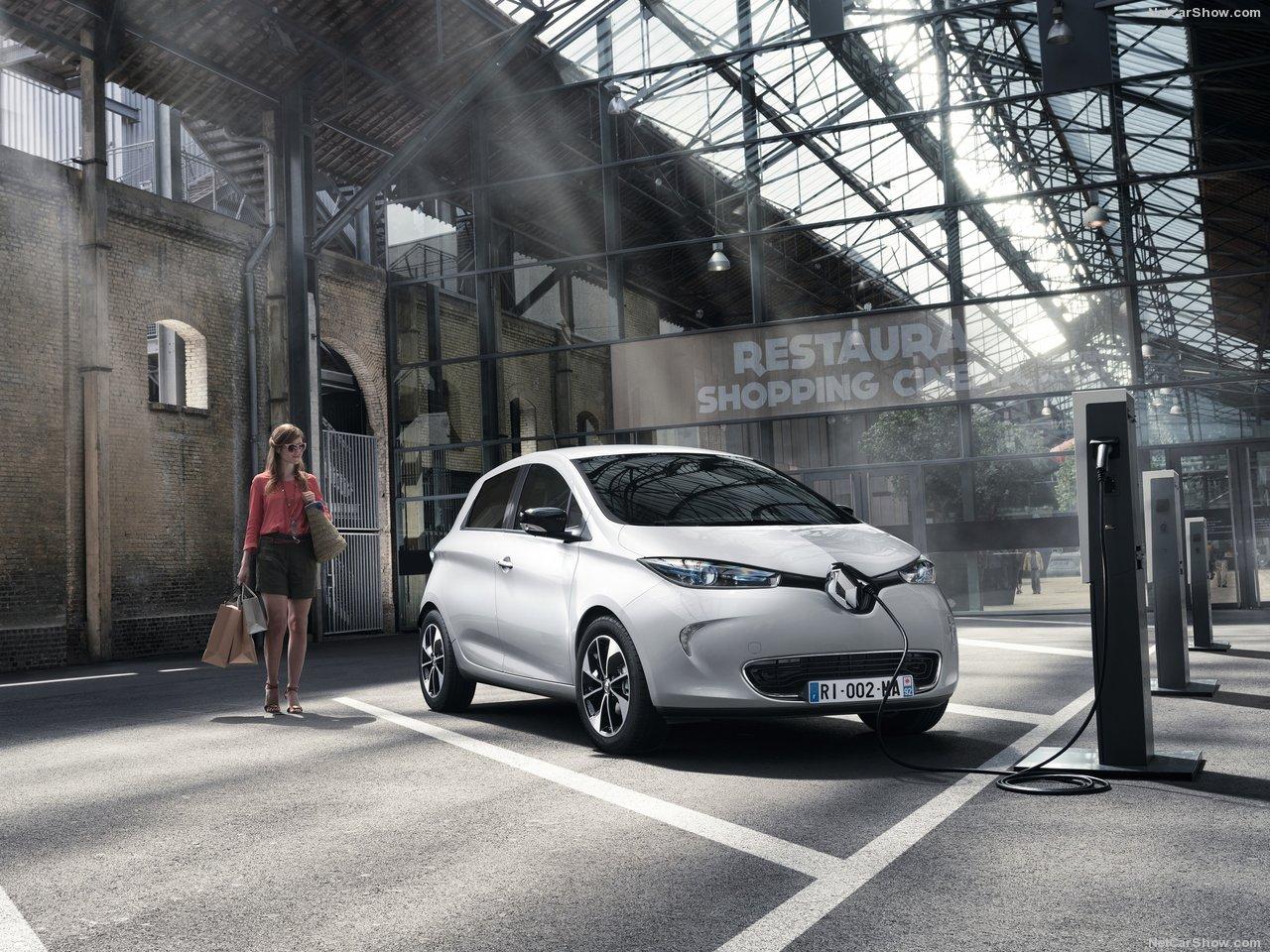 Renault Zoe, l'evoluzione elettrica parte da oggi