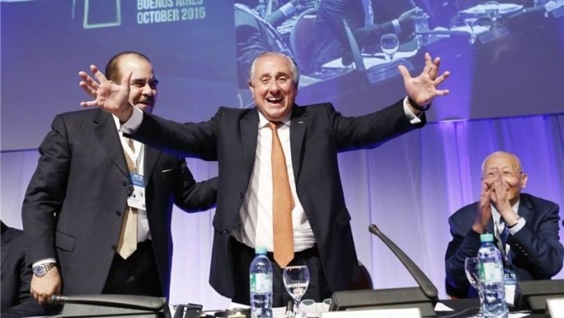 Volley: Ary S. Graca rieletto presidente della FIVB