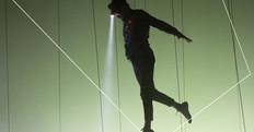 Danza, acrobazie, illusioni e tecnologia. Ecco Pierre Rigal