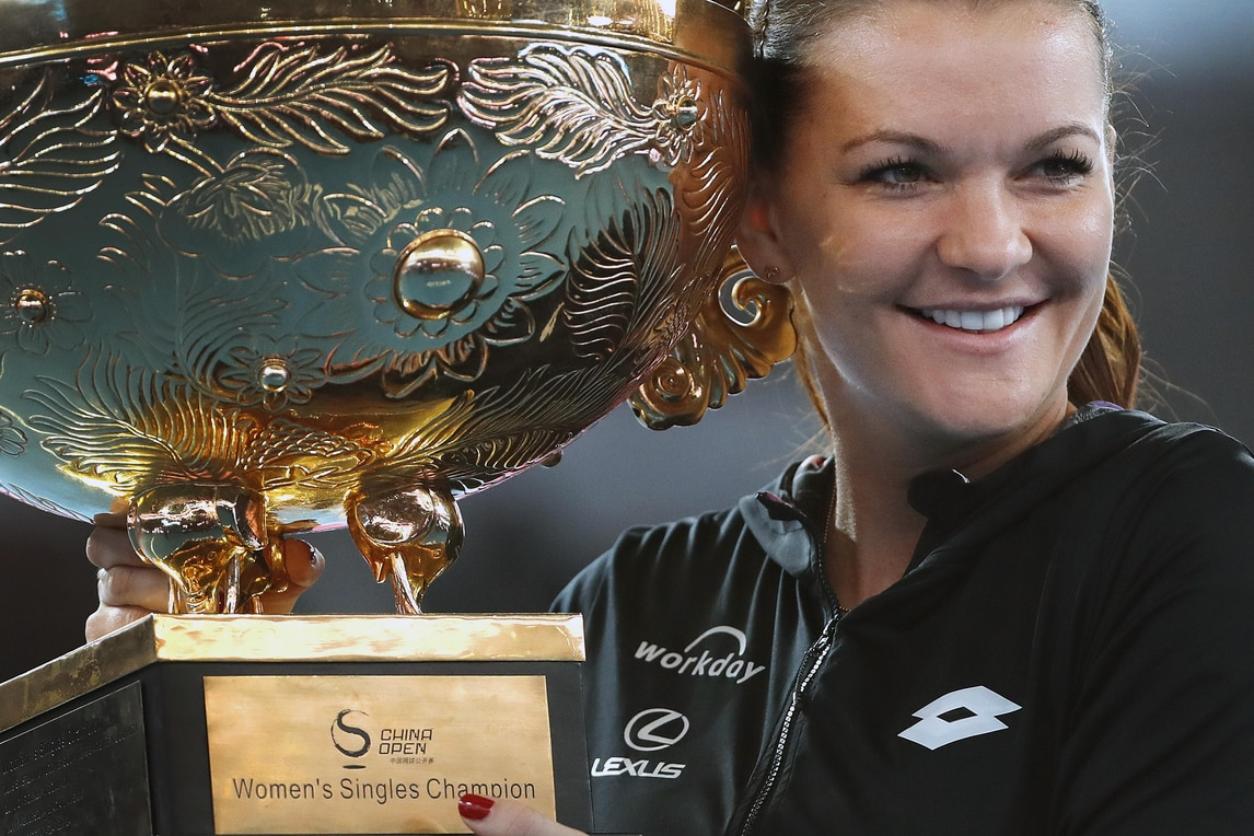 Tennis, Wta Pechino: trionfo Radwanska, Konta ko