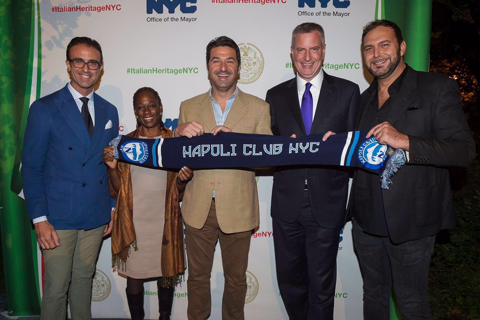 Il sindaco De Blasio: «Forza Napoli da New York»