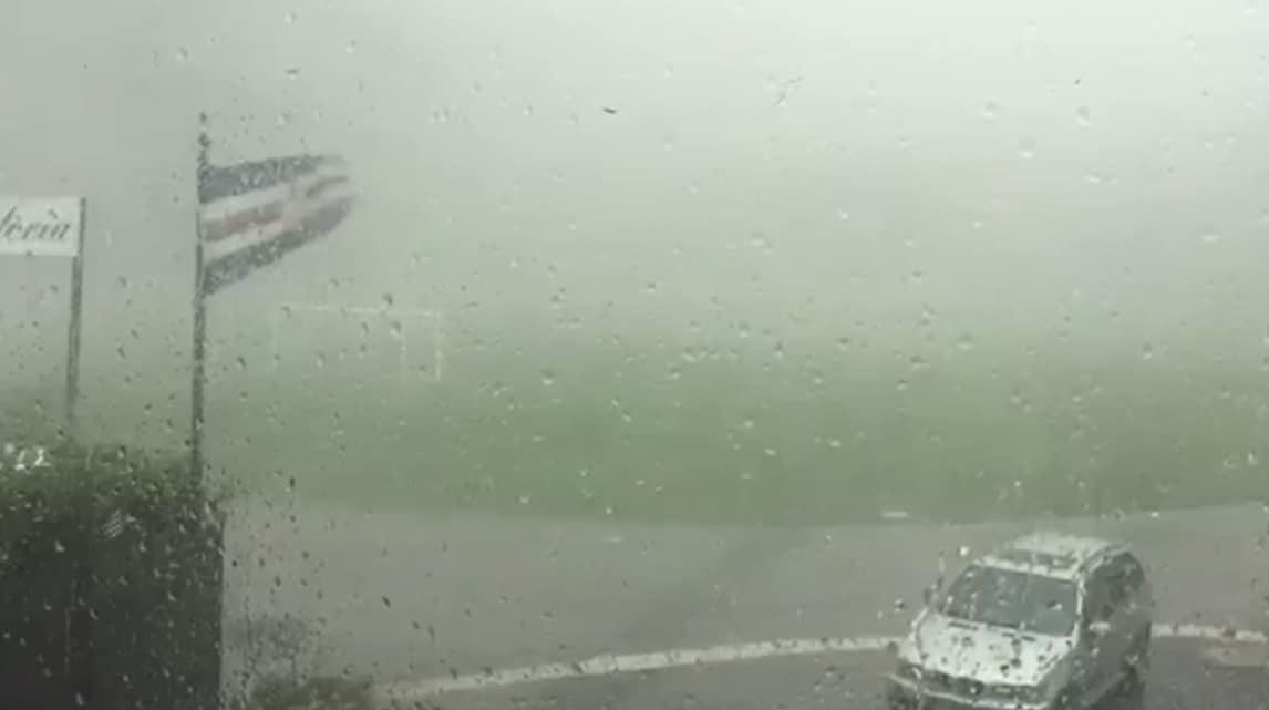 Sampdoria, palo si abbatte sul campo dei blucerchiati per il maltempo
