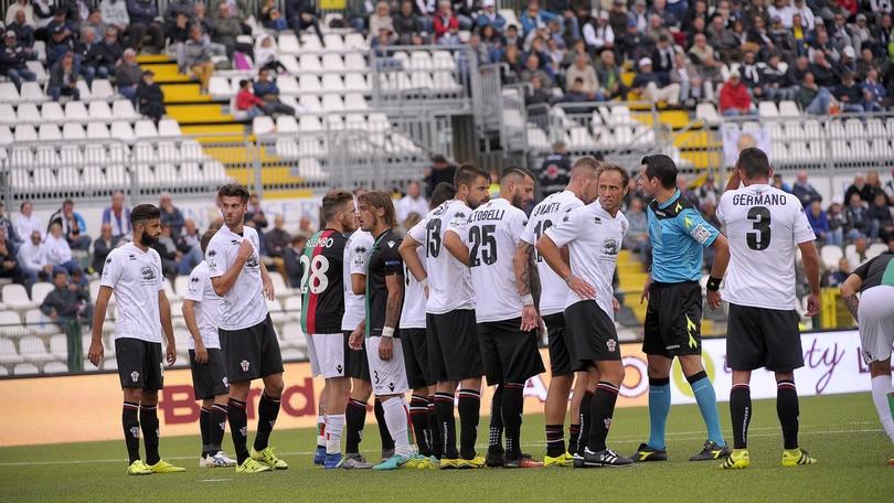 Serie B, Pro Vercelli-Novara 2-1: Emmanuello al 94' per la storia