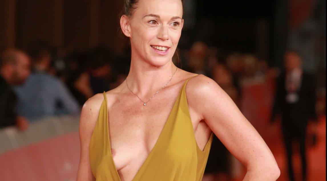 Alessia Mancini Calendario.Milena Mancini Incidente Sexy Sul Red Carpet Corriere