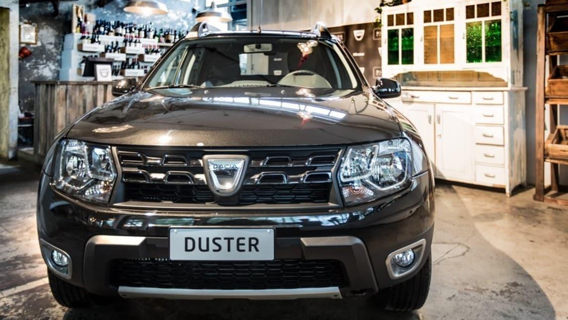 Nuova Dacia Duster Black Shadow, foto e prezzi