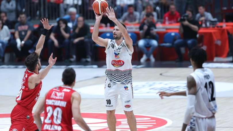 Basket, riscatto EA7 a Torino a 1,23