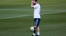 Messi esagerato, il nuovo tatuaggio è un calzettone