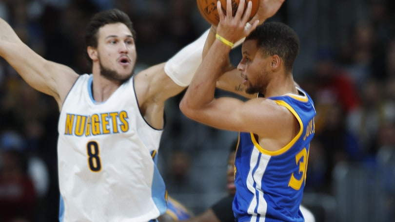 Curry affonda Gallinari, Wade vince a Miami