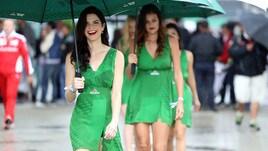 F1, Gp Brasile: piove sul circuito, arrivano le ombrelline...