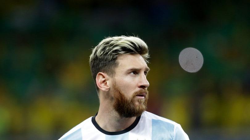 Argentina, paura per Messi in volo: vertigini e malore
