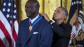 Michael Jordan premiato da Obama, commozione alla Casa Bianca