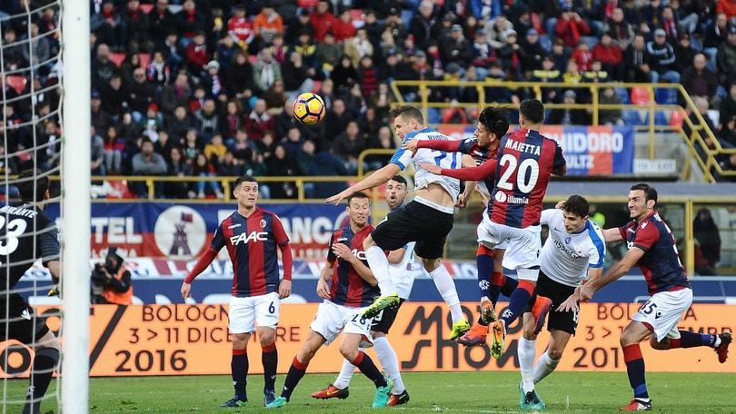 Serie A, Bologna-Atalanta 0-2, Cagliari-Udinese 2-1, Crotone-Sampdoria 1-1