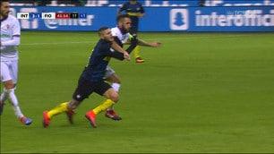 Inter-Fiorentina: la fotosequenza del rosso a Rodriguez