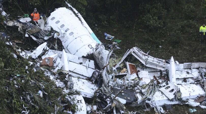 Colombia, cade aereo con la Chapecoensea bordo: 5 superstiti, 76 morti