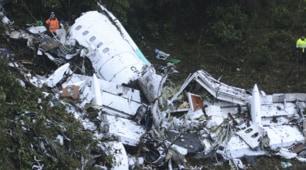 Tragedia aerea in Colombia, le immagini dopo lo schianto