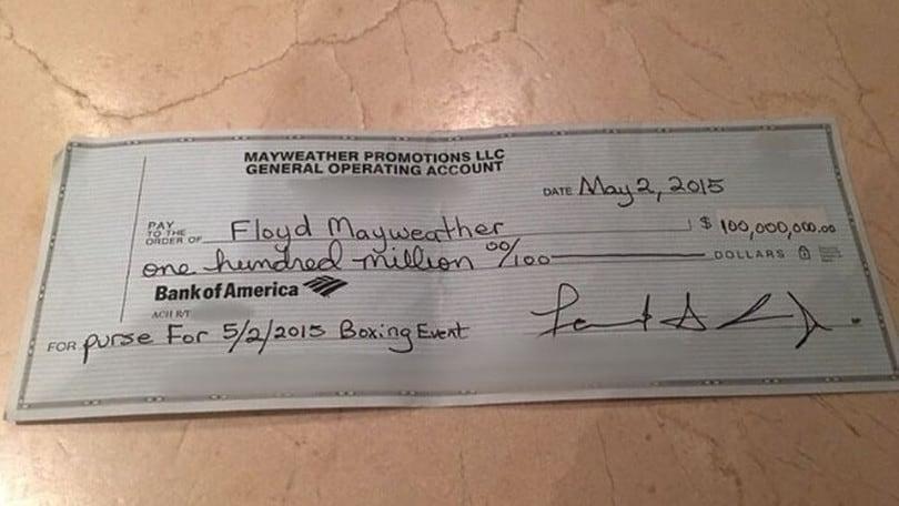 Mayweather esagerato! Su Instagram l'assegno da 100 milioni di dollari