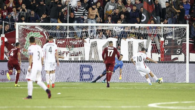 Serie B, Trapani-Carpi 0-1: Catellani su rigore. Calori già soffre