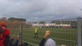I giocatori della Roma salutano i tifosi