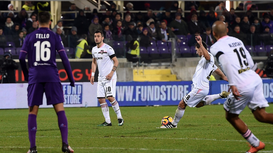 It was Nestorovski or Jajalo to take the free kick, the Croatian took it and scored; photo: Corriere dello Sport