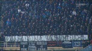 """Napoli, l'abbraccio dei tifosi agli """"amici di Berlino"""""""