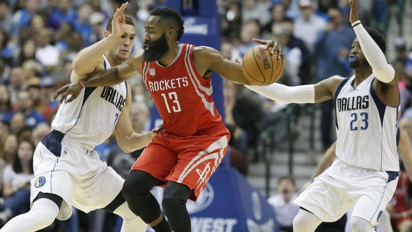 Harden stende Dallas: Westbrook, altra tripla doppia