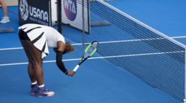 Serena Williams, ritorno con ko e inchino a Auckland