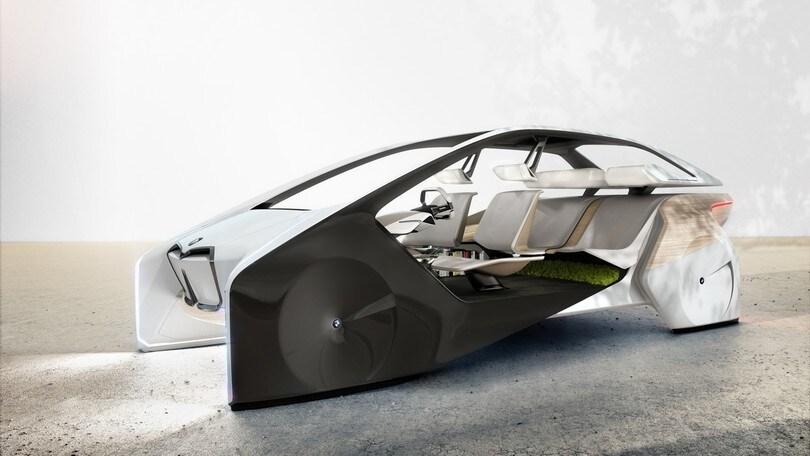BMW al CES 2017 tra guida autonoma e ologrammi