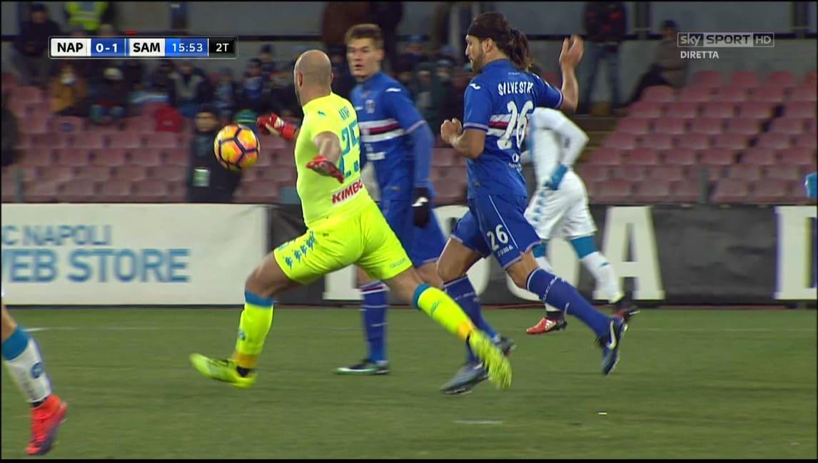 Napoli-Sampdoria, ecco la sequenza del rosso a Silvestre