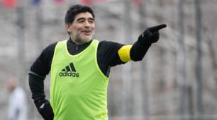 Maradona torna in campo tra le nevi di Zurigo