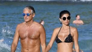 Roberto Mancini in vacanza alle Antille con la fidanzata