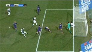 Fiorentina-Juventus, Higuain reclama un fallo di mano che non c'è