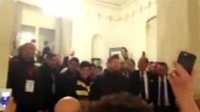 Maradona saluta i tifosi del Napoli