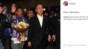 Calciomercato, Tevez arriva in Cina: che festa all'aeroporto!