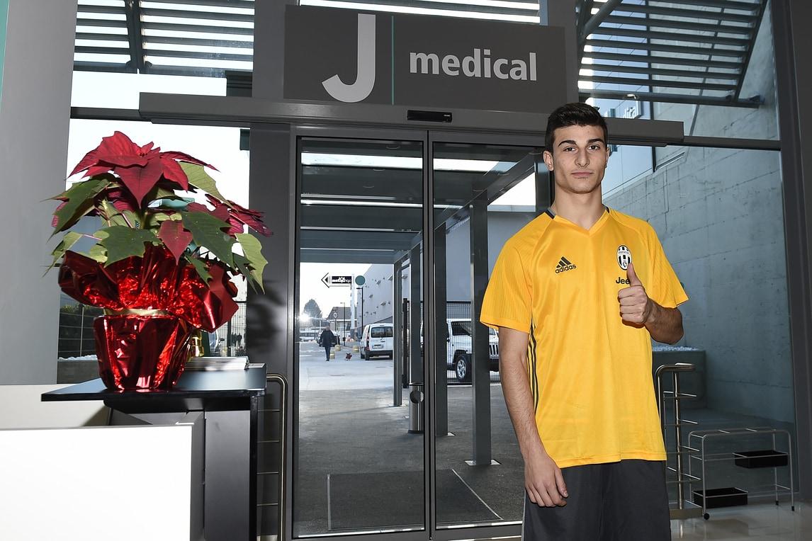 Orsolini a Torino per le visite mediche con la Juventus