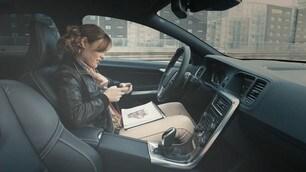 Guida autonoma, solo 1 italiano su 4 si sentirebbe a proprio agio
