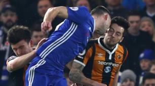 Premier League, che spavento per Mason: botta in testa durante Chelsea-Hull