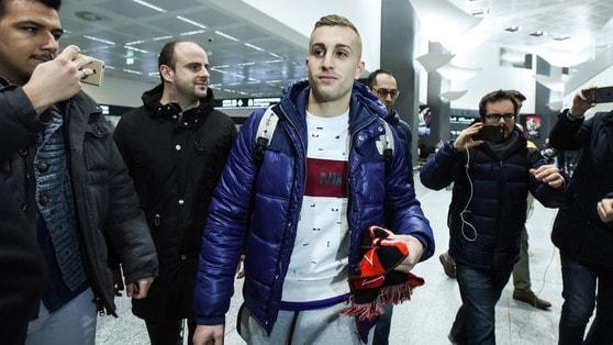 Calciomercato, Deulofeu è sbarcato a Malpensa: «Felice, il Milan è un grande club»