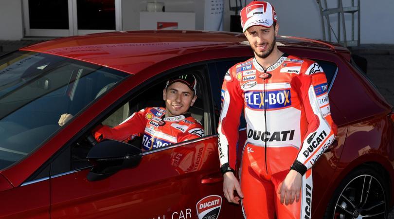 Abarth e Seat, sfida a distanza sulle MotoGP di Rossi e Lorenzo