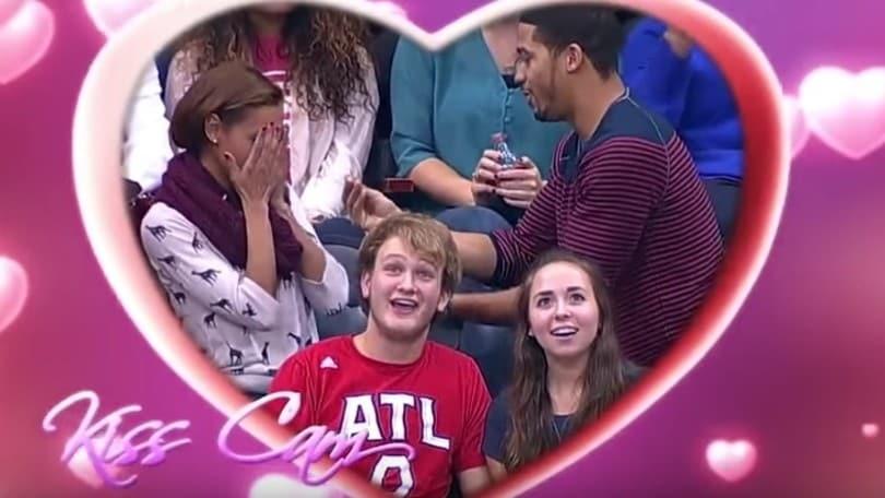 La proposta di matrimonio con la kiss cam finisce in un disastro!