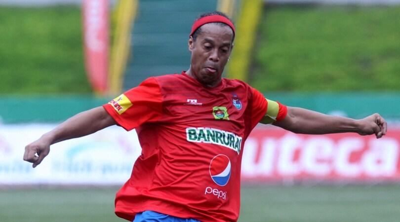 Pillole calciomercato estero: Coritiba, offerta per Ronaldinho. Belfodil prolunga con lo Standard Liegi
