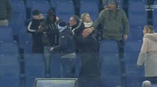 Lazio, rissa Biglia-tifoso: anche Tounkara si scaglia sul contestatore